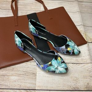 Breckelle's blue, black & yellow floral flats
